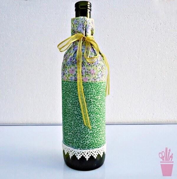 Artesanato com garrafa de vidro em patchwork. Fonte Vila do Artesão