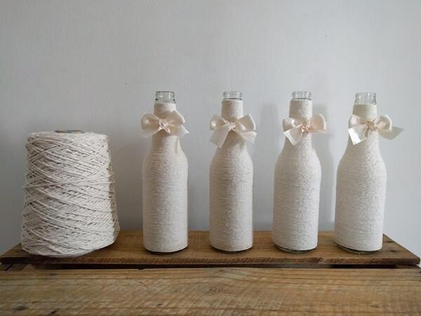 Decor clean utilizando o artesanato com garrafa de vidro com barbante branco