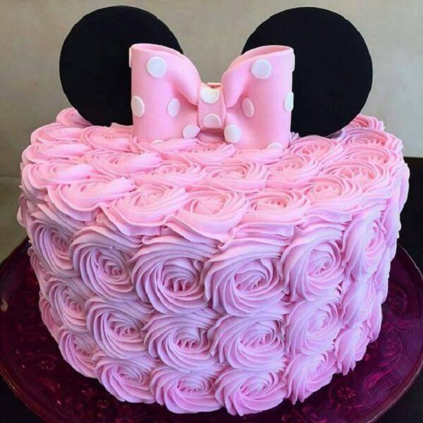 Bolo decorado com o tema de festa da Minnie