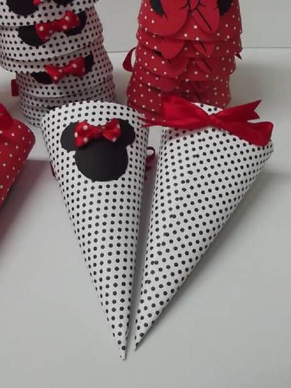 Cone para docinhos com estampas da festa da Minnie vermelha