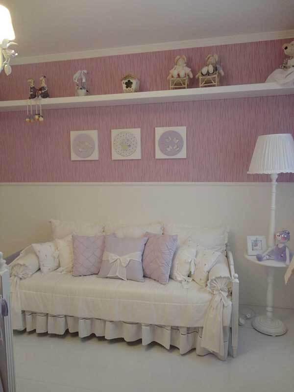 Cor lilás em almofadas de quarto