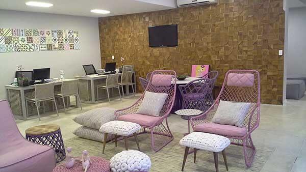 Cor lilás em cadeiras