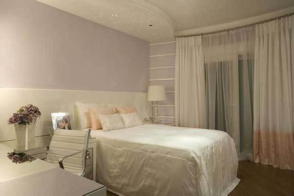 Cor lilás em quarto pequeno