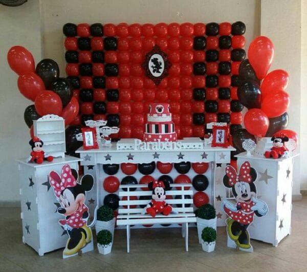 Decoração infantil da festa da Minnie nas cores vermelho, branco e preto