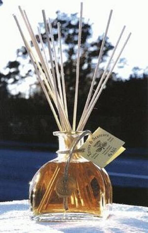 Difusores de aroma utilizado como enfeites para pia de banheiro