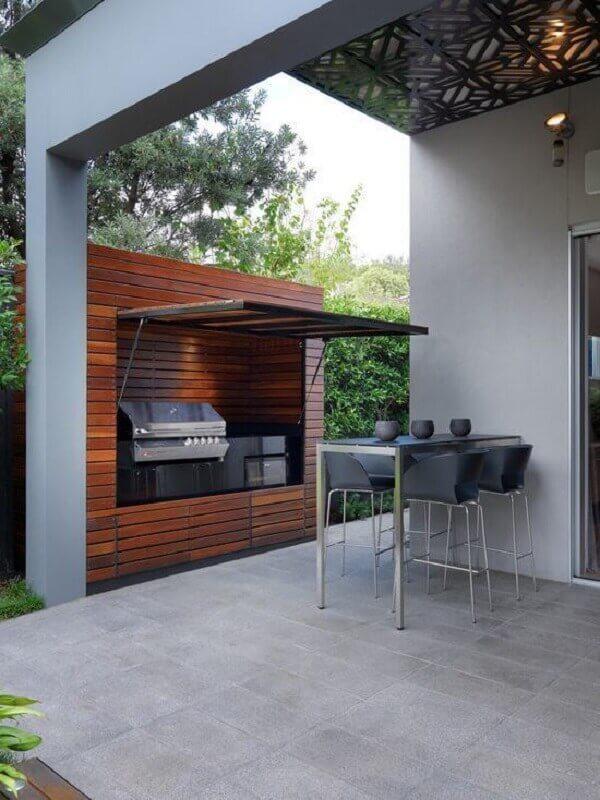 Edícula com churrasqueira em casa ampla e moderna
