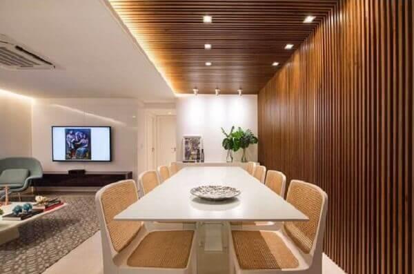 Forro de madeira em sala moderna