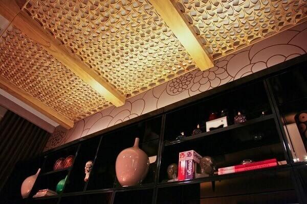 Forro de madeira vazado sala de visitas