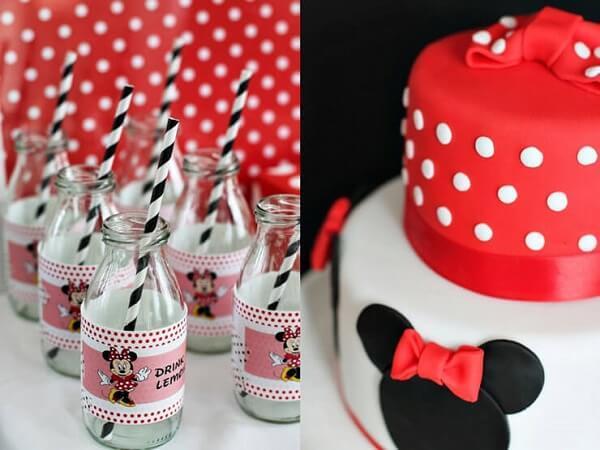 Garrafas de vidro e bolo decorado para festa da Minnie vermelha