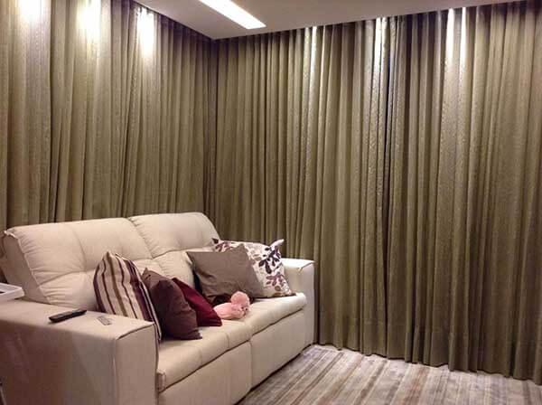 Modelos de cortina para sala com iluminação indireta