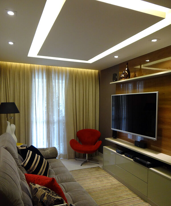 Modelos de cortinas em sala com home theater