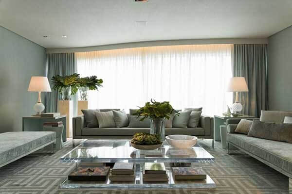 Modelos de cortinas em sala de estar cinza amplo