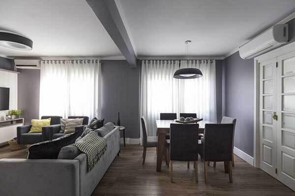 Modelos de cortinas em sala de jantar com cores claras