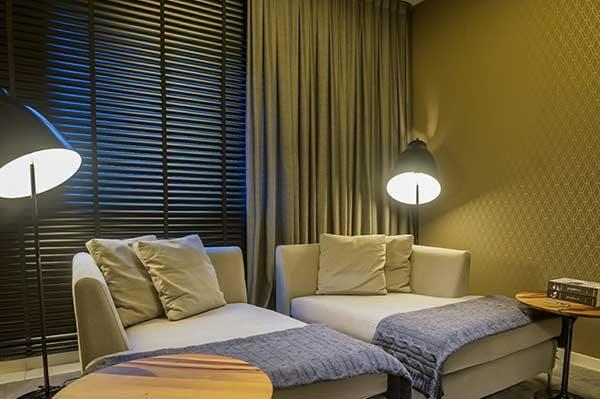 Modelos de cortinas em sala pequena