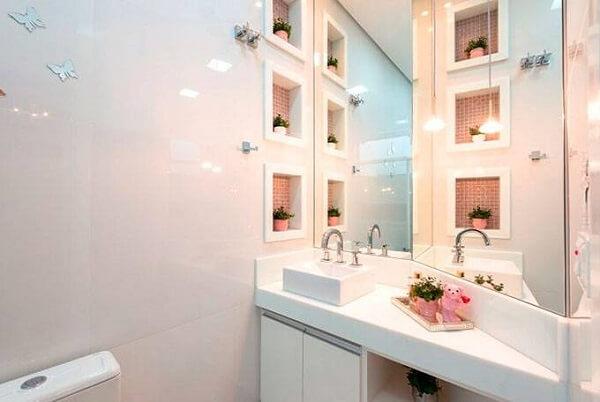 Nichos decorativos utilizados como enfeites para banheiro