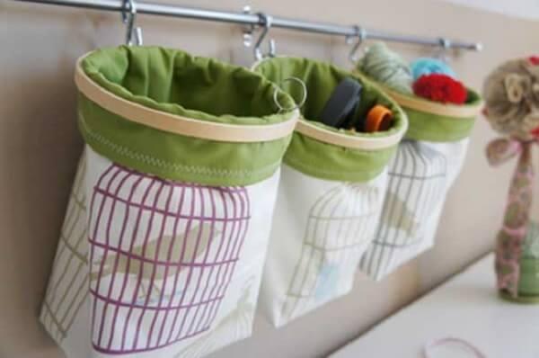 Organizadores de tecido utilizados como enfeites para banheiro