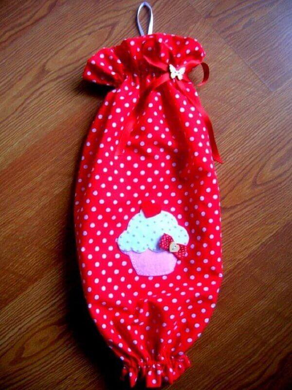 Puxa saco com tecido estampado na cor vermelho e branco