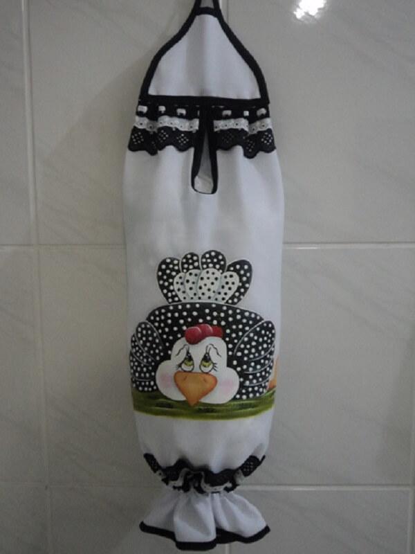 Puxa saco de tecido com estampa de galinha nas cores preto e branco