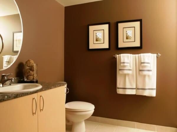 Quadros usados como enfeites para banheiro pequeno