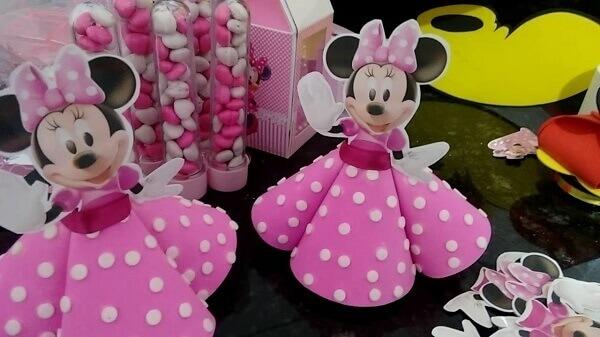 Tubetes com roupinha da Minnie