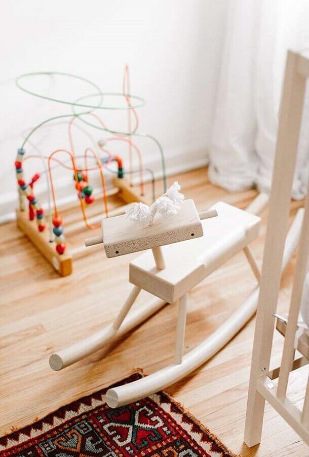 cadeira de balanço infantil de madeira Foto Zozu