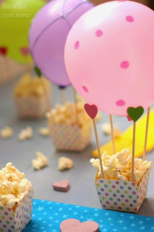 comidas para festa de aniversário com decoração personalizada  Foto Pinterest