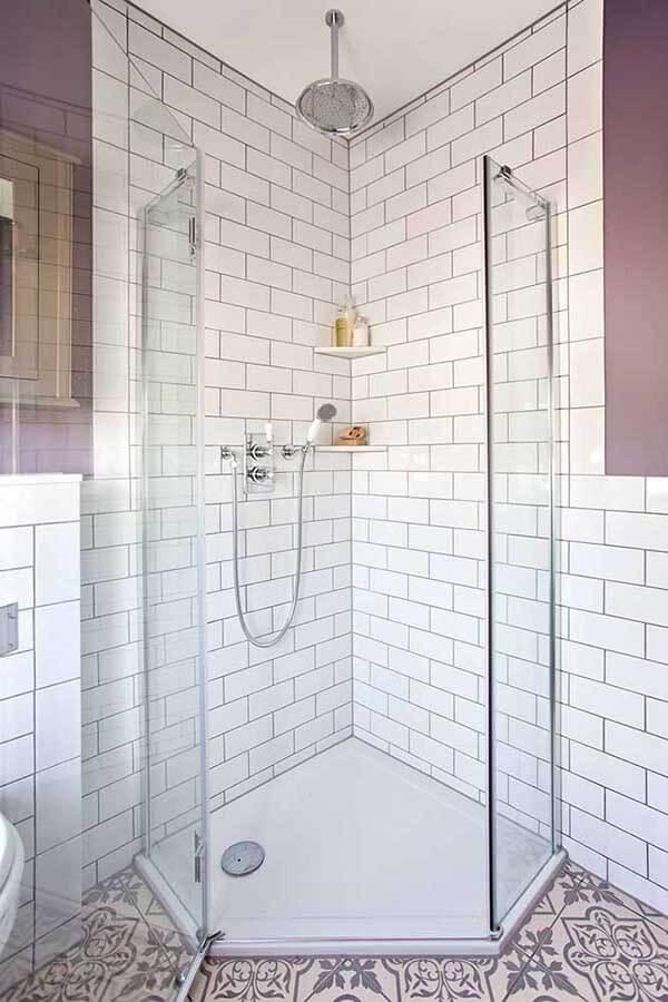 cor lilás em diversos tons no banheiro