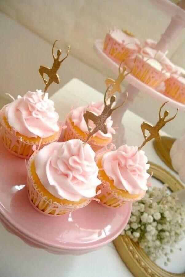 cupcakes personalizados com bailarinas douradas para festa infantil bailarina Foto Kara's Party Ideas