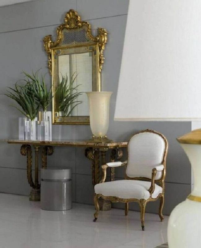 decoração clássica com espelho provençal dourado Foto Pinterest