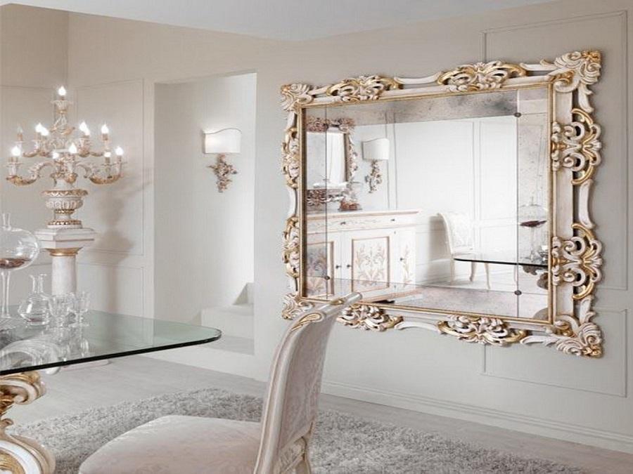 decoração clássica com espelho provençal grande para sala de jantar branca com detalhes em dourado Foto Menter Architects