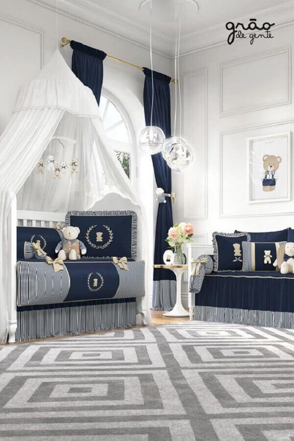 decoração clássica para quarto de bebê azul marinho e branco Foto Grão de Gente