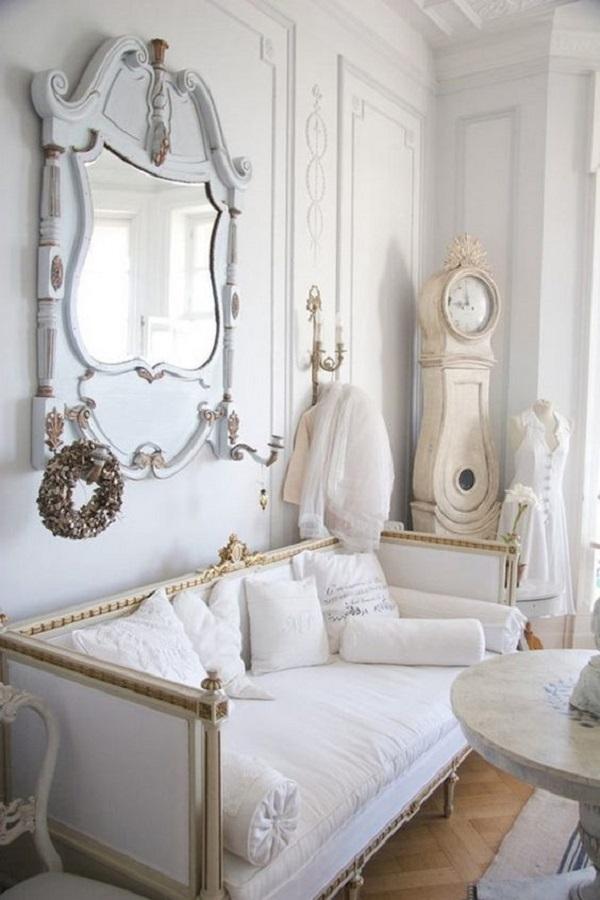 decoração clássica para sala de estar com espelho provençal branco  Foto Planete Deco