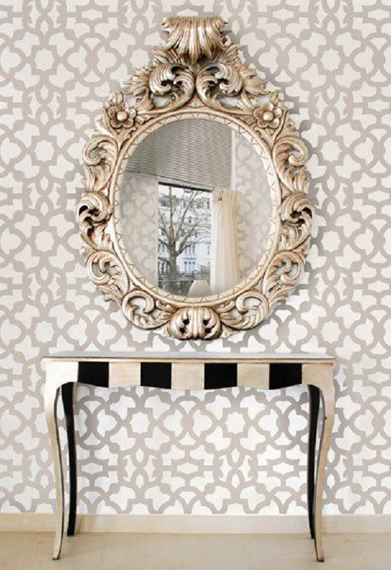 decoração com espelho provençal e papel de parede  Foto Vanessa Camara