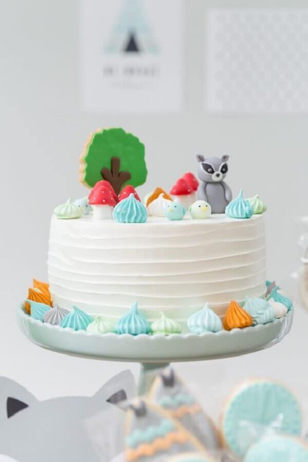 decoração delicada para bolo de festa de aniversário com suspiros e raposinha  Foto Pinterest