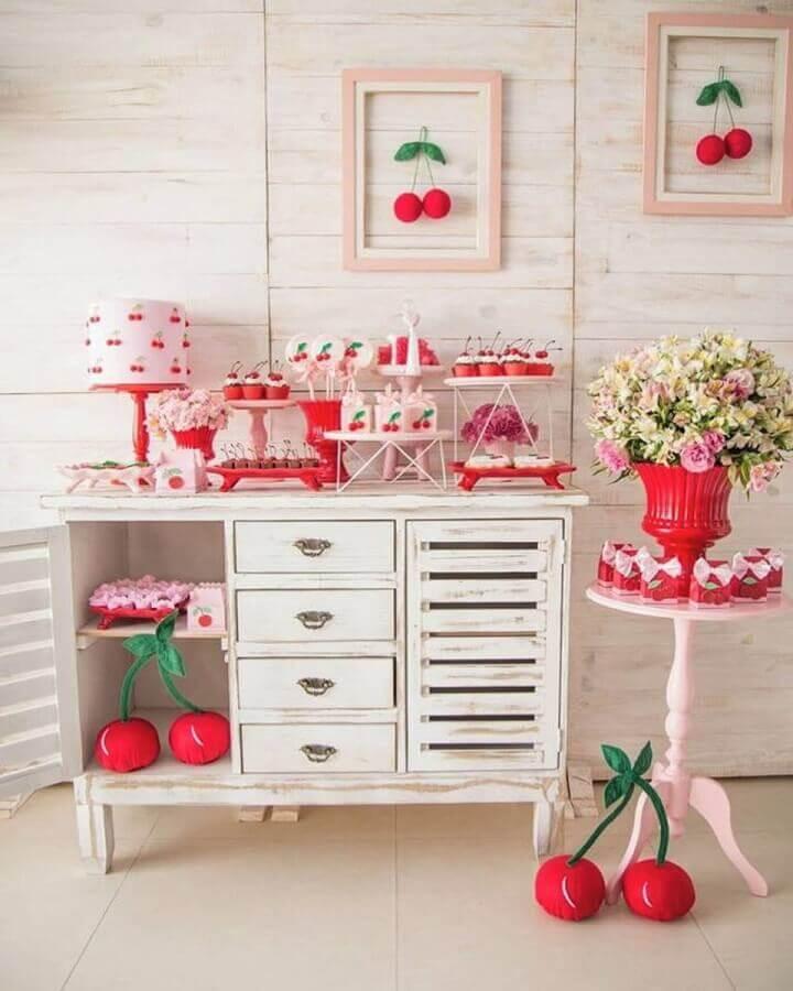 decoração diferente para festa de aniversário com várias cerejinhas  Foto Lela Festa