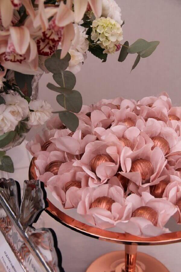 decoração em tons de rosa com doces para festa de aniversário  Foto Pinterest