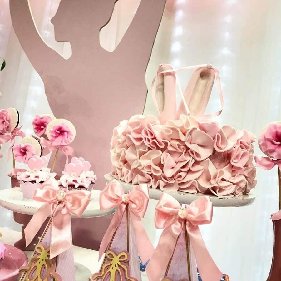 decoração festa bailarina com laços de cetim rosa Foto Doce de Laço