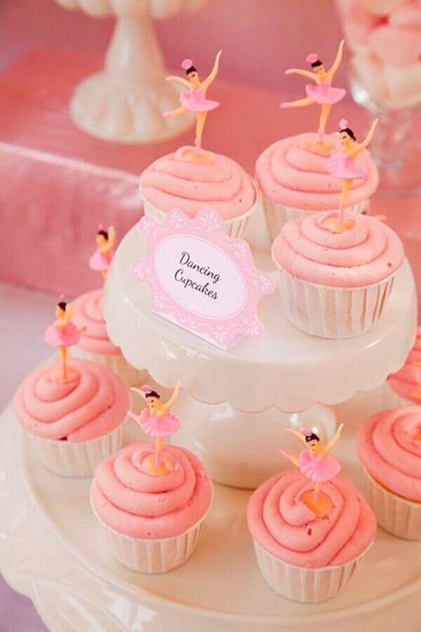decoração festa bailarina com pequenas bailarinas sobre cupcakes cor de rosa Foto Pinterest