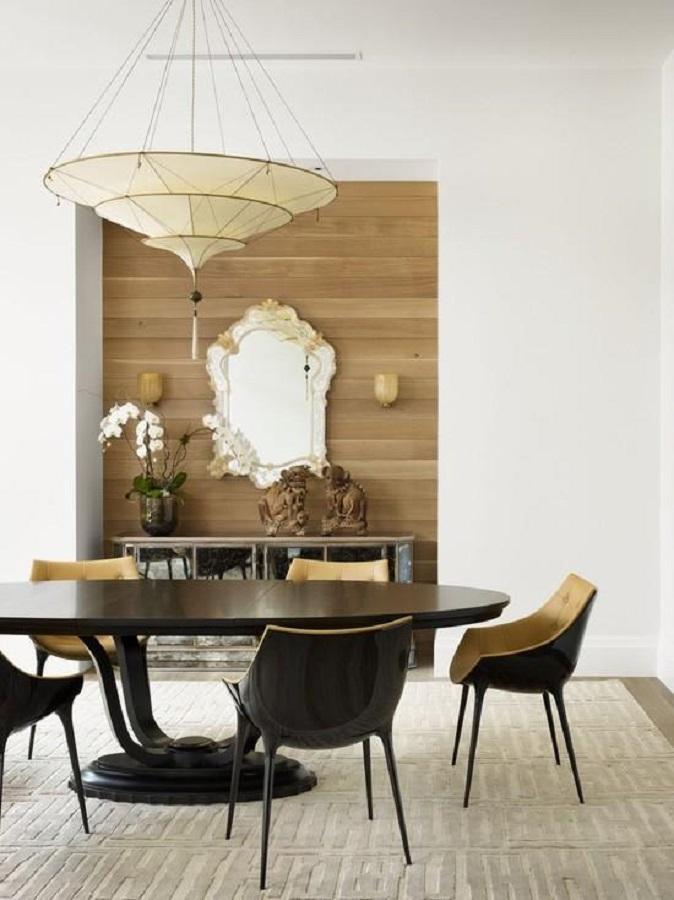 decoração moderna para sala de jantar com mesa redonda e espelho provençal Foto Pinosy