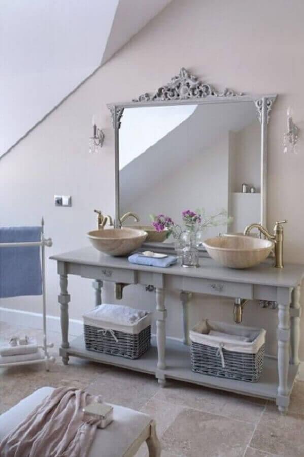 decoração para banheiro com duas pias e espelho provençal branco  Foto Interior God