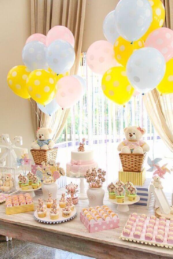 decoração para festa de aniversário infantil com vários ursinhos de pelúcia Foto Pinosy