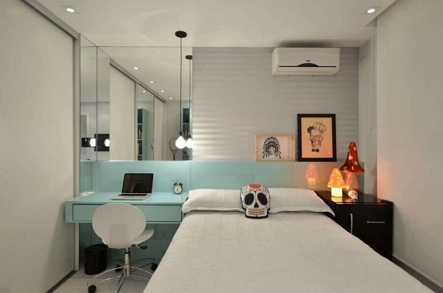 decoração pra quarto azul turquesa com parede espelhada Foto Dettagli Arquitetura Araraquara
