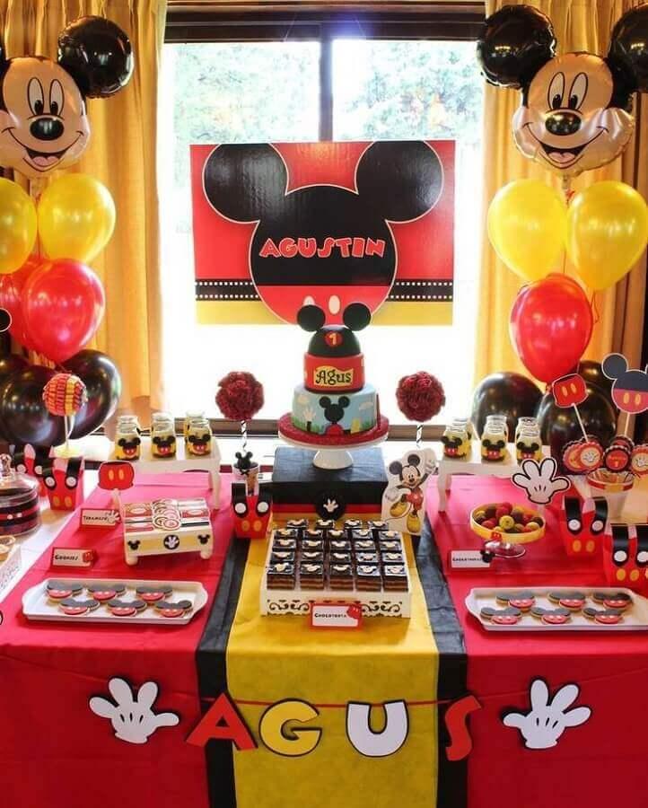 decoração tradicional para festa de aniversário do Mickey  Foto Pinterest