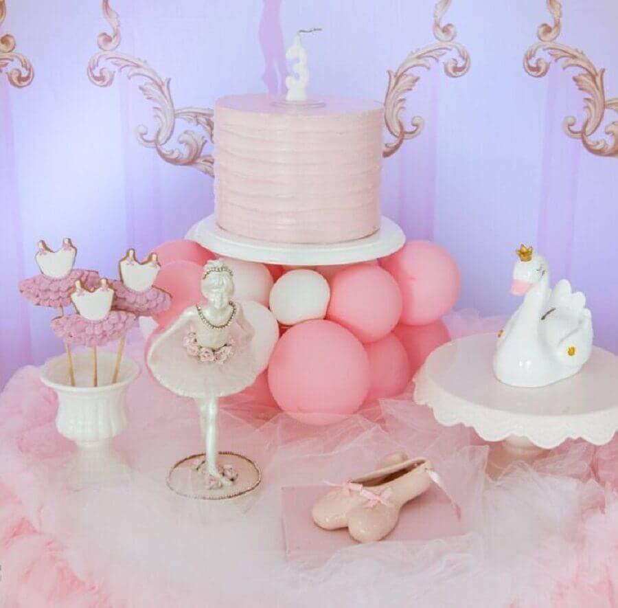 delicada decoração para festa de bailarina com cisne branco Foto Amora Petit Festas