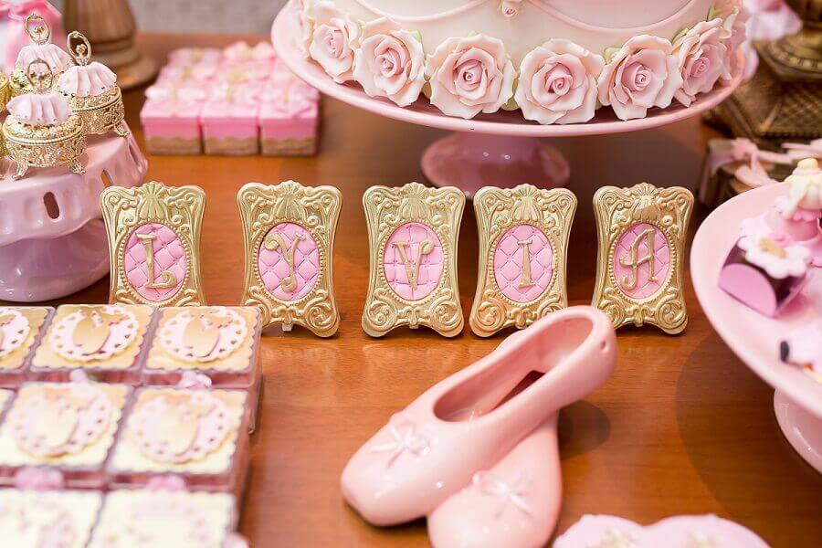 detalhes para decoração festa bailarina rosa e dourado Foto Ricardo Oliveira