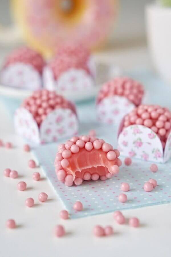 doces para festa de aniversário com decoração em tons de rosa Foto Pinterest