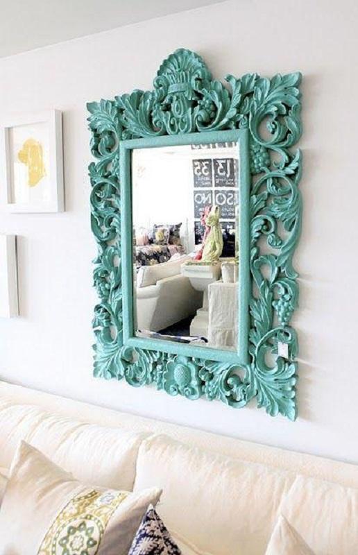 espelho com moldura provençal colorida  Foto Casa e Festa