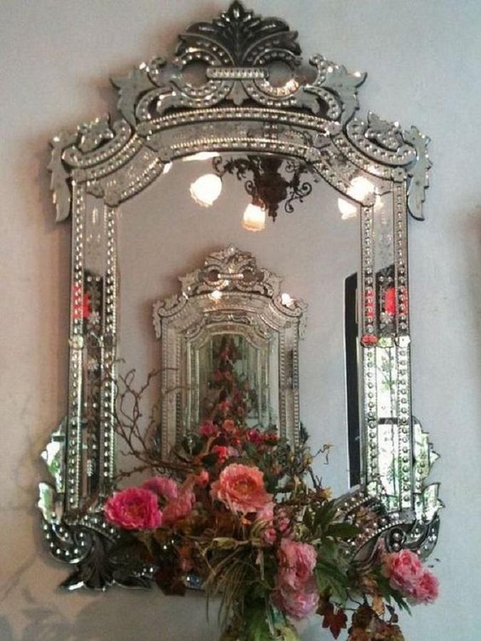 espelho com moldura provençal espelhada  Foto Venetian Design
