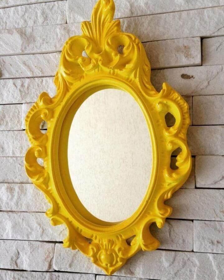 espelho provençal amarelo   Foto Mara Rocha Decoração