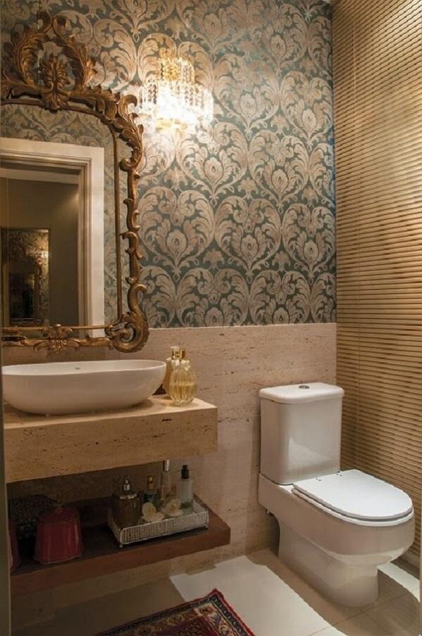 espelho provençal dourado para decoração de lavabo com papel de parede  Foto Pinterest